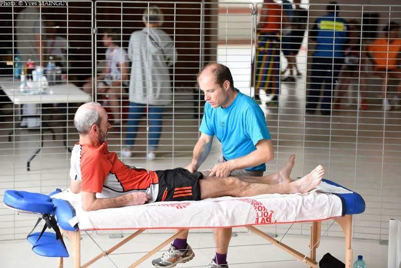 Les soins de récupération prodigués aux marathoniens valeureux à leur arrivée