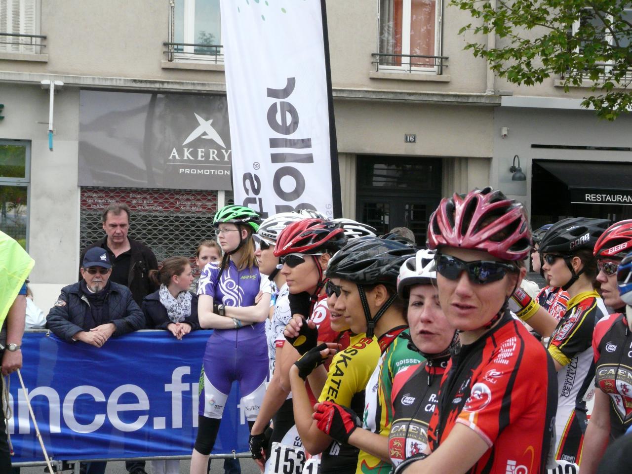 Les filles, catégorie Elite, avant le départ du Marathon