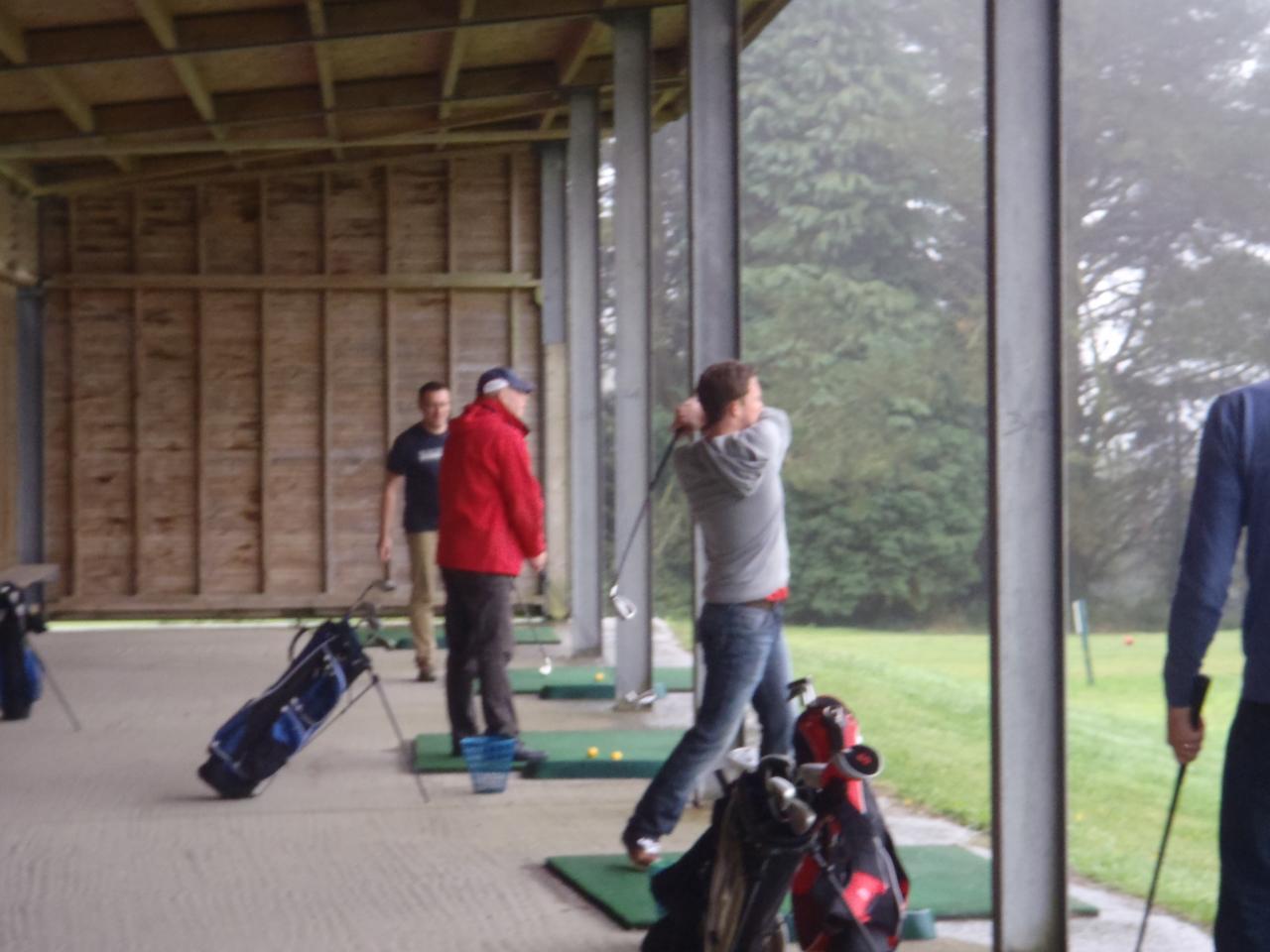 Le swing du golf recquiert une parfaite maîtrise technique